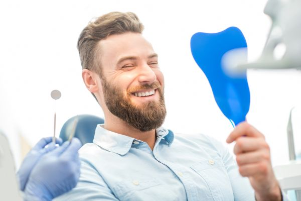 What Are The Pros And Cons Of Teeth Whitening Toothpaste?